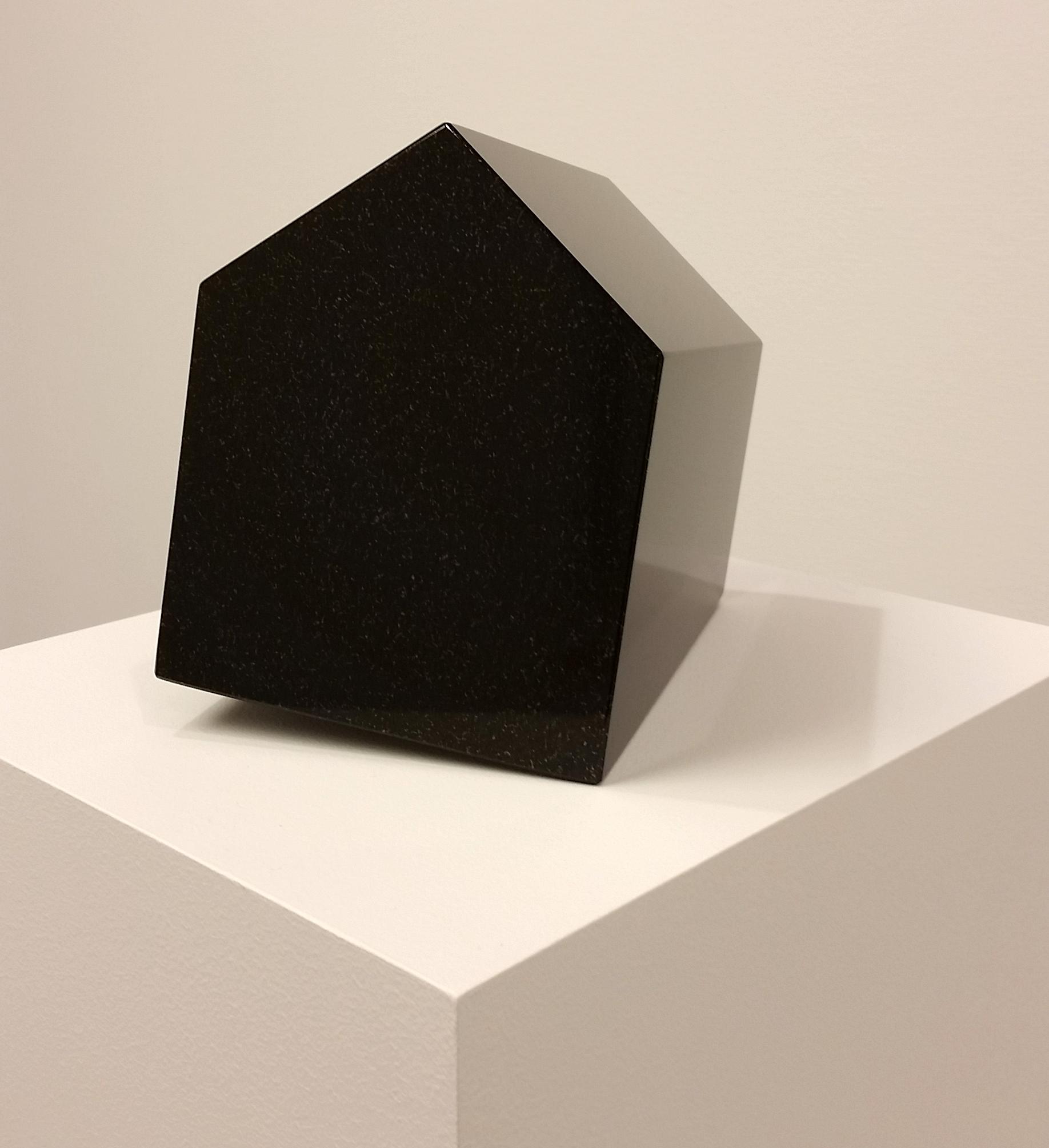 Härbärge (2014), diabas, 19x19x17cm. ©Hillevi Berglund / Bildupphovsrätt (2017).